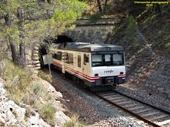 Tren de media distancia de Renfe (Línea Xàtiva-Alcoi) a su paso por COCENTAINA (Alicante) (fernanchel) Tags: adif cocentaina alicante alacant ciudades renfe spain поезд bahnhöfe railway station estacion ferrocarril tren treno train md mediadistancia regional jativaalcoy xàtivaalcoi 592 s592 tunnel tunel