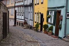 Gasse mit Kopfsteinpflaster in Quedlinburg (mkirstefoto) Tags: deutschland europa fachwerkhaus gasse kopfsteinpflaster quedlinburg sachsenanhalt