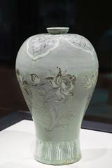 Vase en céladon aux fleurs de prunier (Musée national de Corée, Séoul)