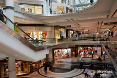 Toronto - Eaton Centre (guidoa58) Tags: guidoa58 viaggio canada ontario toronto metropoli cittàsotterranea path centrocommerciale negozi persone people shopping