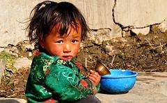 Nepal- Mustang- Ghami (venturidonatella) Tags: nepal mustang ghami ghemi asia colors colori portrait ritratto people persone gentes gente bambino children child bambini sguardo look nikon nikond300 d300 verde green
