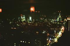 New York city, septembre 2018 (Marine Beccarelli) Tags: newyorkcity newyork kodak 200 kodakcolorplus200 kodacolor200 film filmphotography analog canonae1 istillshootfilm ishootfilm filmisnotdead 35mm filmcamera filmcommunity filmgrain filmisgod analogue analogphotography analogic believeinfilm womeninphotography thefilmcommunity theanalogueproject shootingfilm sheshootsfilm grainisgood analoguepeople nyc 35mmfilm night lights