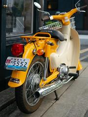kamakura license plate (kasa51) Tags: licenseplate motorcycle motorbike supercub kamakura japan enoden 鎌倉ナンバープレート スーパーカブ 江ノ電 ご当地ナンバー