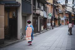 街 (fumi*23) Tags: ilce7rm3 sony sel85f18 85mm fe85mmf18 emount a7r3 alley street kyoto japan people girl 京都 ソニー 舞妓さん 路地