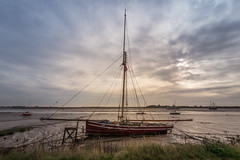 Telegraph at low tide (Dannis van der Heiden) Tags: sail boat morning clouds cloudy blackwater river low tide estuary foliage water sky maldon uk grass nikond750 d750 tokina1628mmf28