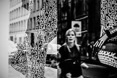 Reflet de mode. (LACPIXEL) Tags: reflet reflejo reflection mode moda fashion chanel paris france street calle rue femme woman mujer enfant kid child niño noiretblanc blancoynegro blackwhite flickr lacpixel