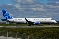 N607UX (United Express - ExpressJet) (Steelhead 2010) Tags: unitedairlines unitedexpress expressjet embraer emb175 nreg n607ux yyz