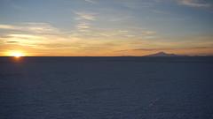 Sunset on the Uyuni Salar (Chemose) Tags: sony ilce7m2 alpha7ii mai may bolivie bolivia salar uyuni sel salt desert sunset coucherdesoleil montagne mountain