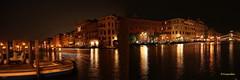 Venise c'est magique, enchanteur et romantique quand il fait nuit (hmeyvalian) Tags: venezia venise venice canalgrande grandcanal italia italie italy canoneosm5 ef18150 f8 10sec iso100 30mm