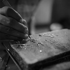 Hands, Mompox (RoryO'Bryen) Tags: hands mompox mompós roryobryen copyrightroryobryen colombia colombie ríomagdalena magdalenariver artesanía filigrana filigree kodaktrix rolleiflex28d viajeporelríomagdalena anabasis analoguephotography