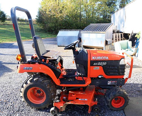 Kubota BX 2230 4wd tractor with belly mower and only 550 hours  ($4,144.00)