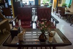 (kuuan) Tags: voigtländerheliarf4515mm manualfocus mf voigtländer15mm aspherical f4515mm superwideheliar apsc sonynex5n vietnam saigon càphê81 81cafe cafe coffeeshop retro retrostyle hip stylish antique flowers table flower flowerpot athmosphere vintage