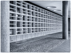 Concrete Pattern (katrin glaesmann) Tags: kongresshalle berlin tiergarten hausderkulturenderwelthkw hughstubbins 19561957 schwangereauster moderne modernarchitecture monochrome blackandwhite concrete