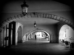 a spasso per Girona (fotomie2009) Tags: cataluna catalogna catalunya catalan girona portici passeig street lamp lampione monochrome monocromo bw black white people spagna spain españa espania porticato portico porches