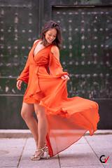 Viento y fuego. Volutas. (Carlos Velayos) Tags: retrato portrait mujer woman chica girl belleza beauty sensualidad sensuality luznatural daylight vestido dress naranja orange rojo red gasa chiffon