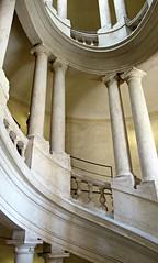 Tu me fais tourner la tête (Robert Saucier) Tags: rome roma building architecture escalier staircase colonne img6671
