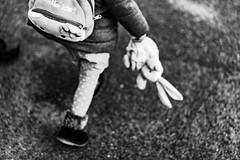 Que reste-t-il de notre enfance ? Un vieux doudou ? Des photos jaunies ? Un bout de nous ? (LACPIXEL) Tags: enfance childhood infancia doudou cuddlytoy tuto enfant niño child kid rue street calle noiretblanc blancoynegro blackwhite sony flickr lacpixel