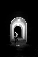 Arches (CoolMcFlash) Tags: arches flickrfriday bnw bw blackandwhite blackwhite street streetphotography fujifilm xt2 candid person vienna bogen sw schwarzweis strase wien fotografie photography xf35mmf14 r night nacht contrast kontrast