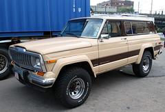 Cherokee Laredo (Schwanzus_Longus) Tags: hamburg german germany us usa america american old classic vintage car vehicle suv jeep cherokee laredo