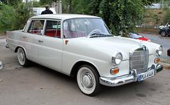 190D (Schwanzus_Longus) Tags: hamburg german germany old classic vintage car vehicle sedan saloon mercedes benz 190d