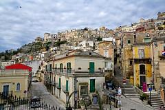 RAGUSA L'AUTRE SICILE 112 (aittouarsalain) Tags: ragusa sicilia trinacria ville architecture sicile escalier scale