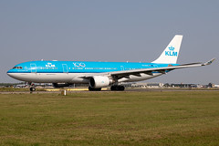 PH-AOC, Airbus A330-203, KLM Royal Dutch Airlines (Freek Blokzijl) Tags: phaoc airbus airbusa330 a330203 widebody klm royaldutchairlines specialmarkings 100years centennial widebdoy taxien departure afternoon winglets taxiwayv nazomer haarlemmermeer amsterdamairport schiphol eham ams planespotting vliegtuigspotten spotterlocation canon eos7dmk2 70200f28isusm august 2019 summerseason