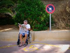 Maximo 90 Minutos (Werner Schnell Images (2.stream)) Tags: ws paguera mallorca baleares bild zeitung newspaper behindertenparkplatz rollstuhl spanien