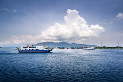 Departure to Bali, Indonesia (pas le matin) Tags: indonésie indonesia travel voyage aise asia world boat shop bateau blue bleu mer sea ocean southeastasia bali java cloud nuage sky ciel canon 7d eos7d canoneos7d canon7d