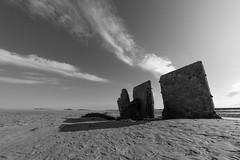 Les pierres taillées (Jacques Isner) Tags: ciel cloud contrejour pierrestaillées sable pentax pentaxart pentaxflickraward pentaxk1 samyang14mm samyang flickrunitedaward jacquesisner