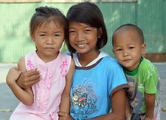 girl with younger neighbor kids (the foreign photographer - ฝรั่งถ่) Tags: children girl boy khlong thanon portraits bangkhen bangkok thailand nikon d3200