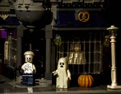 2019-10-23 Baking a Halloween Treat! (Mary Wardell) Tags: lego halloween minifigs baker toys canon80d fun