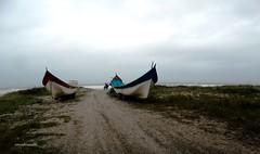 Os barcos (Sophie Carrière) Tags: mar barco areia praia nuvem