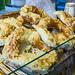 Laugenbrezel mit Käse überbacken in einem Korb