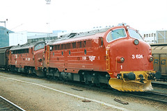 NSB Di 3 624 (Stig Baumeyer) Tags: diesellocomotive diesel diesellokomotive diesellok diesellokomotiv di3 nsb norgesstatsbaner nsbdi3 nohab nohabgm nydqvistholm gm generalmotors emd electromotive gm16567 trollhättan trondheim godstog güterzug godståg freighttrain