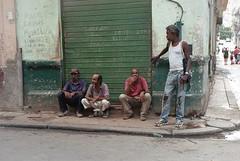 Streets of Havana - Cuba (IV2K) Tags: havana habana lahabana cuba cubano kuba caribbean habanavieja centrohavana film filmphotography analogue kodak kodakfilm kodakportra portra400 kodakportra400 portra street ishootfilm istillshootfilm staybrokeshootfilm mamiya mamiya7 mamiya7ii mediumformat 120 120film