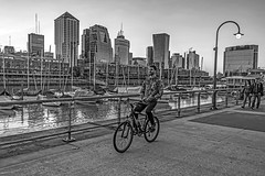 Without hands (Wal Wsg) Tags: withouthands sinmanos andarenbicicleta ridingabicycle riding bicicleta bici bicicletas bicicletta bicis biciclettas planetbike planetabici argentina buenosaires caba capitalfederal ciudaddebuenosaires puertomadero puertomaderoargentina argentinapuertomadero outside dia day byn bw bn blackandwhite blancoynegro monocromatico monocromatic monocromo city thecity ciudad phwalwsg photography photo foto fotografia fotocallejera street streets streetsbyw callejeando calle personas gente people flickr 25102019 buildings edificios