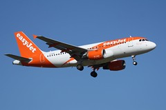 G-EZII (IndiaEcho) Tags: gezii easyjet airbusa319 egkk lgw london gatwick airport airfield civil aircraft aeroplane aviation jet airliner sussex england canon eos 1000d landing approach sky