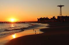 USA - NYC - Brooklyn - Coney  Island (mda'skaly) Tags: usa brooklyn coneyisland sunset coucherdesoleil couleur color light beach ocean
