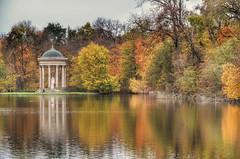 Oda al otoño (Aránzazu Vel) Tags: nymphenburgpalace münchen munich otoño autumn autumncolors park lake riflessi reflections reflejos baviera bavaria deutschland