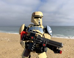 On the Beaches of Scarif (socalbricks) Tags: shore trooper stromtrooper imperial galacticempire rogueone scarifstormtrooper lego legophotography constraction ccbs ultrabuild legoconstractionphotography