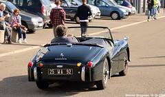 Triumph TR3A 1959 (Wouter Bregman) Tags: 25wa92 triumph tr3a 1959 triumphtr3a tr3 triumphtr3 cabriolet cabrio convertible roadster tourer automédon 2019 le bourget lebourget îledefrance 93 france frankrijk carshow meeting vintage old classic british car auto automobile voiture ancienne anglaise uk brits vehicle outdoor