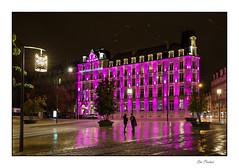 Conversation sous la pluie (Rémi Marchand) Tags: dijon nuit night reflet octobrerose rose pink côtedor bourgogne cityscape paysageurbain ville