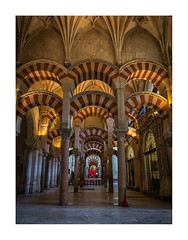 Mezquita de Córdoba (My digital Gallery) Tags: cordoba spain andalusia andalusien spanien kulturdenkmal kirche moschee sakralbau mezquita innenraum gebetsraum church zentralperspektive