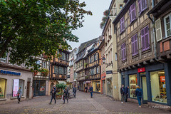 Rue des Boulangers - Colmar (Peter Jaspers) Tags: frompeterj© 2019 olympus zuiko omd em10 1240mm28 colmar france french alsace hautrhin grandest cityview medieval ruedesboulangers halftimberedhouses colombages maisonàcolombage