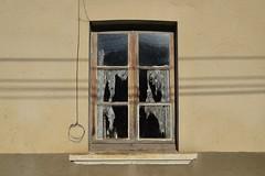 poésie (babou.clermont) Tags: fenêtre decay ombres