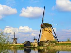 DSCN0890 (alainazer) Tags: kinderdijk nederland paysbas holland hollande moulin mulino mills moinhos mühlen ciel cielo sky eau acqua water windmill