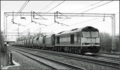 60022, Cathiron (Jason 87030) Tags: ews 60022 tanks rmc bletchley wcml mono tones grey black white noir blanc bw bbw bnw b2 diesel engine loco doughnut donut tracks 2007 january