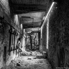 Couloir (musette thierry) Tags: urbex vieux lieu musette thierry d800 mur nikon nikond800 nikkor 28300