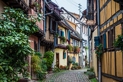 Eguisheim (Peter Jaspers) Tags: frompeterj© 2019 olympus france french omd em10 1240mm28 eguisheim routedesvins alsace hautrhin grandest halftimberedhouses rampart colombages maisonàcolombage medieval colors plusbeauxvillagesdefrance