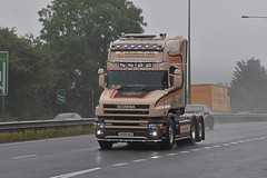 TH03 HUT (Martin's Online Photography) Tags: scania tcab truck wagon lorry commercial vehicle freight haulage transport v8 a63 eastyorkshire southcave nikon nikond7200